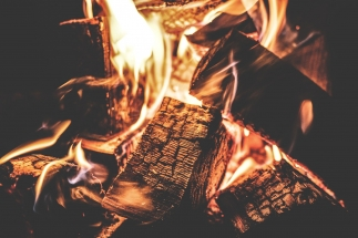 campfire-1853835_1920_2048x2048